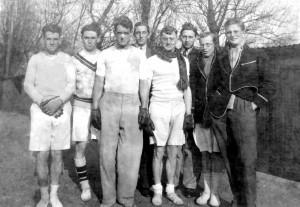 JP35 19320301 1932 Cambridge Univ Fives Team, Jock Burnet second from right